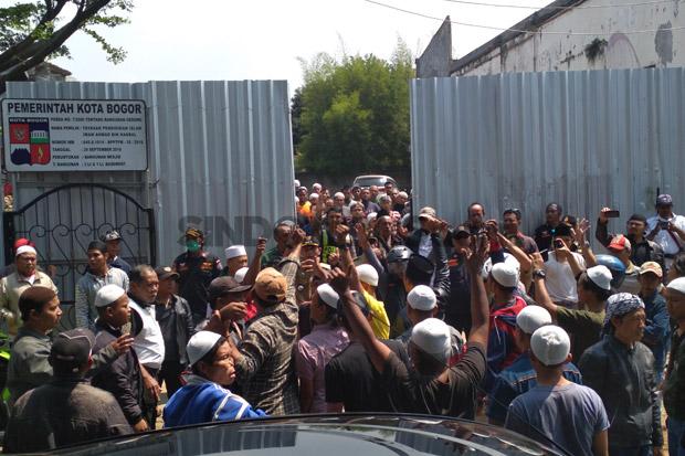 Yang Demonstrasi, Intimidasi dengan Teriak-teriak, Menendang dan Melempari Masjid Itu Bukan Warga Sekitar MIAH; -Siapakah Mereka?-